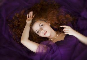 https://cdn.pixabay.com/photo/2018/04/07/19/39/woman-3299379_960_720.jpg